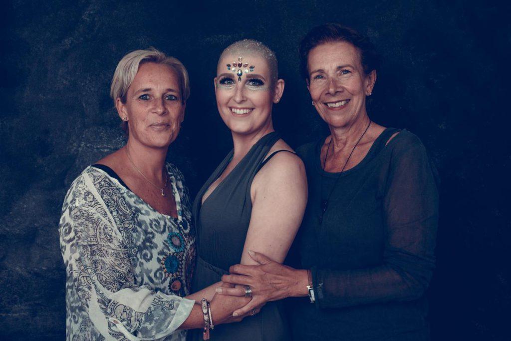 LevensFoto - Amber glitters , Leukemie, samen met moeder en oma