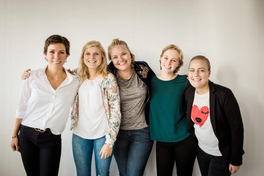 LevensFoto - Geef kanker een gezicht - filmploeg in de studio. Deze meiden werden geinterviewd door de KRO